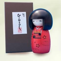 Imagén: Kokeshi osanago de kimono rojo